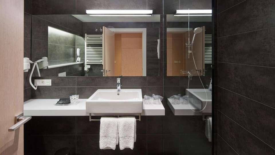 Sercotel Hola Tafalla - edit_bathroom.jpg