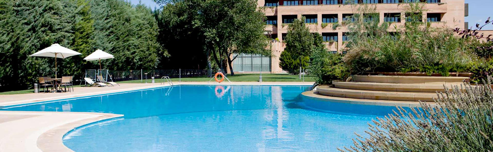Hotel Intur Alcázar de San Juan - Edit_Pool2.jpg
