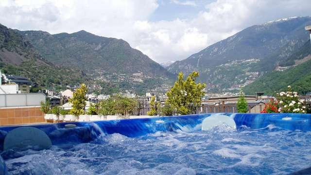 Escapada con cena, jacuzzi y piscina climatizada en Andorra