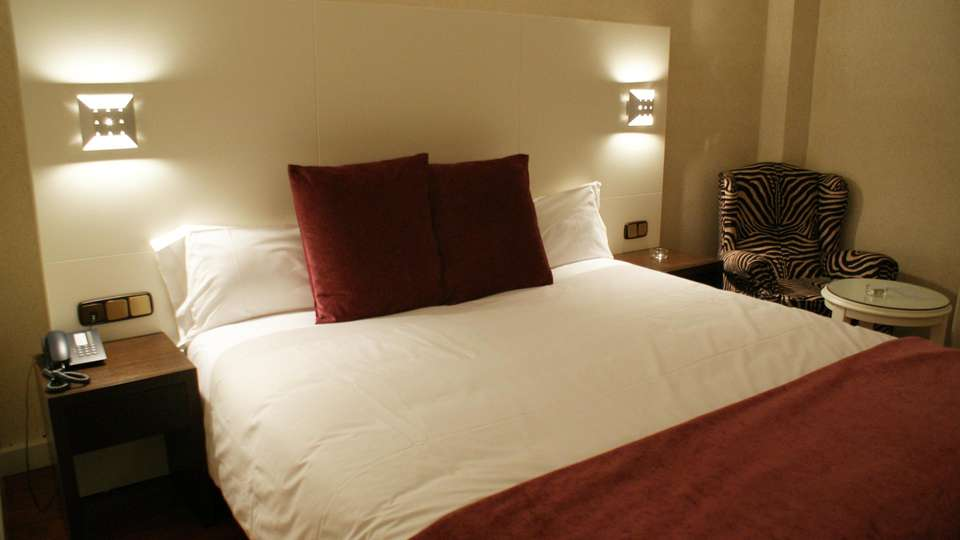 Hotel President - edit_room1.jpg