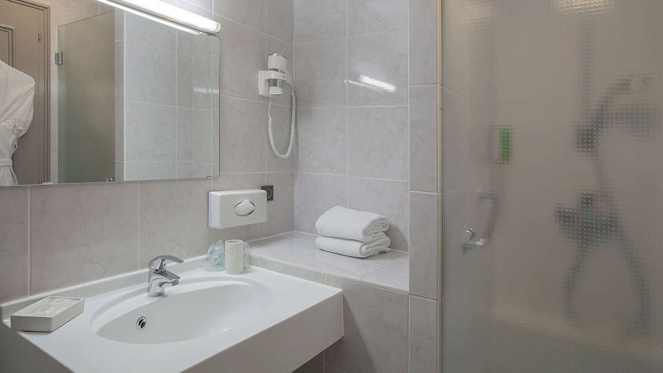 Best Western Hôtel Au Cheval Blanc Mulhouse Nord - edit_bathroom.jpg