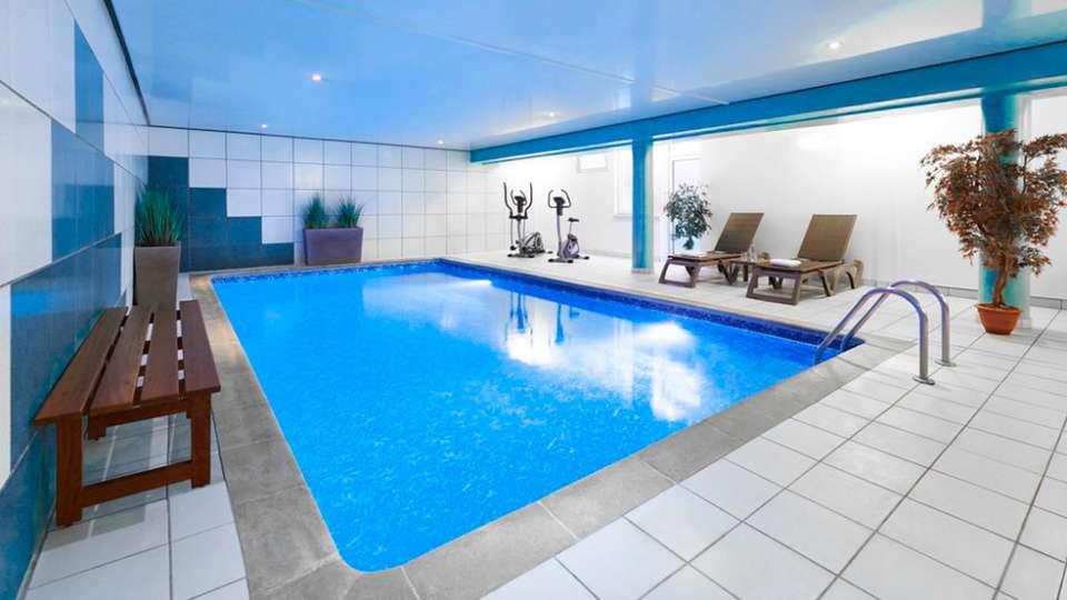 Best Western Hôtel Au Cheval Blanc Mulhouse Nord - edit_pool2.jpg