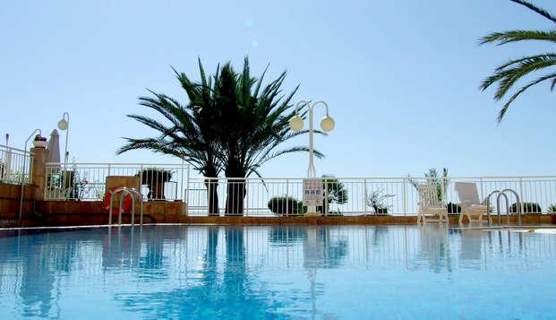 Escapada para que disfrutes de Mazarrón en hotel con grandes vistas con desayunos gratuitos