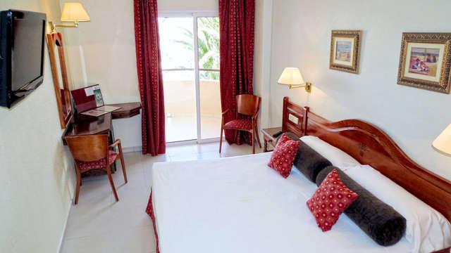 Escapada en puerto mazarrón en hotel con vistas al mar y desayunos gratuitos