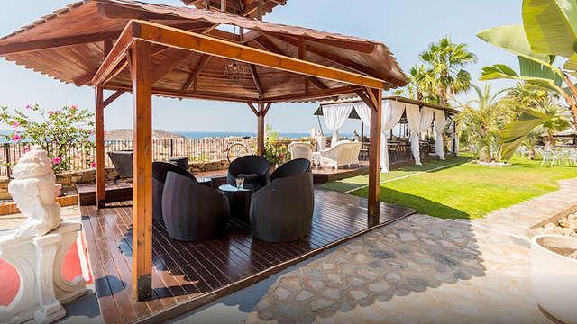 Minivakantie met volpension in Mazarrón in een hotel met zwembad en lounge met uitzicht op de zee