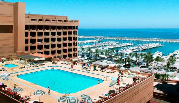 Escapada con Media pensión en un hotel con vistas al puerto y cerca de la playa de Fuengirola