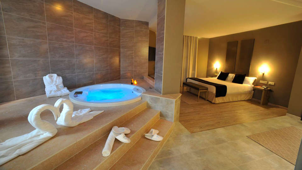 Hotel Luve - edit_room_private_jacuzzi.jpg