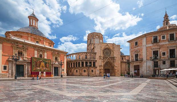 Descansa muy cerca de Valencia y disfruta de la visita guiada por el casco histórico
