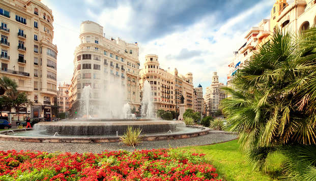 Descubre el encanto de Valencia con desayuno, parking y cava incluidos