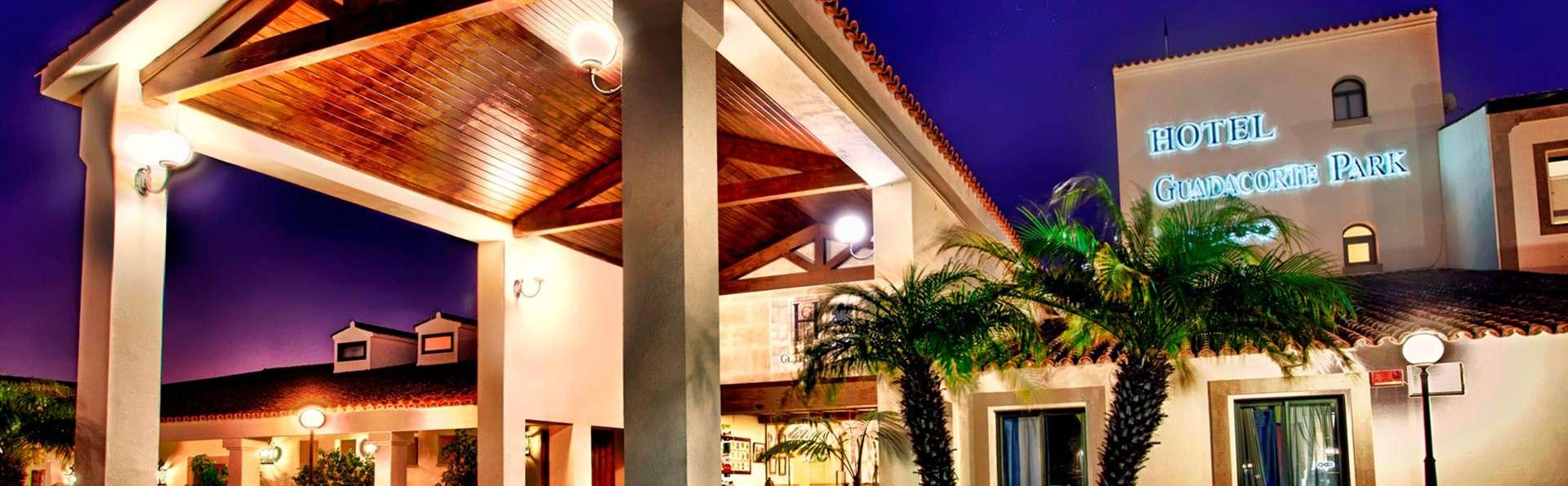 Hotel Guadacorte Park - edit_Entrada_hotel_nocturna_color_saturado.jpg