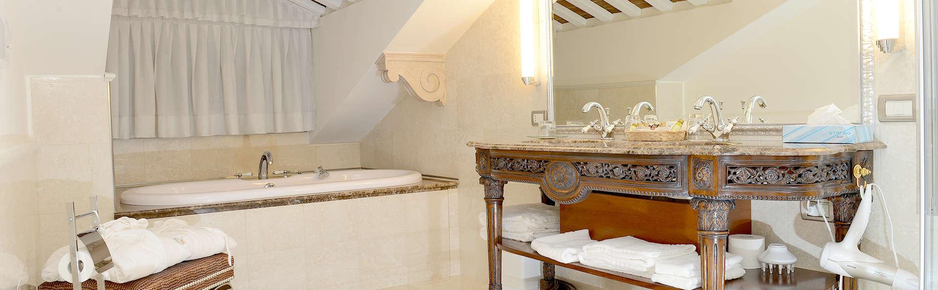Hotel Villa Palma - Edit_bath.jpg