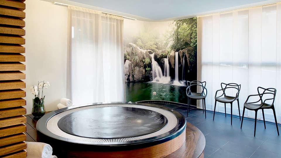 Best Western Plus Excelsior Chamonix Hotel Spa  - Edit_Jacuzzi.jpg