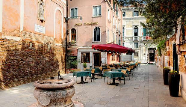 En Venecia con entrada al Casino en un elegante hotel del centro histórico