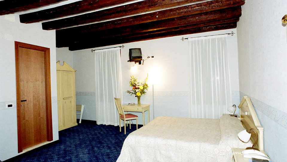Hotel Tintoretto - Edit_Room2.jpg