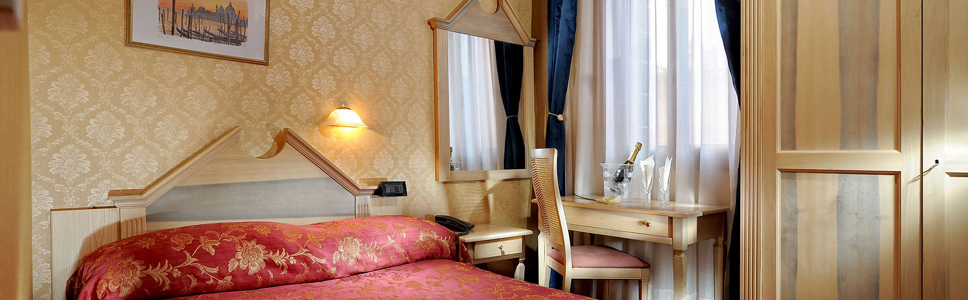 Hotel Tintoretto - Edit_Room4.jpg