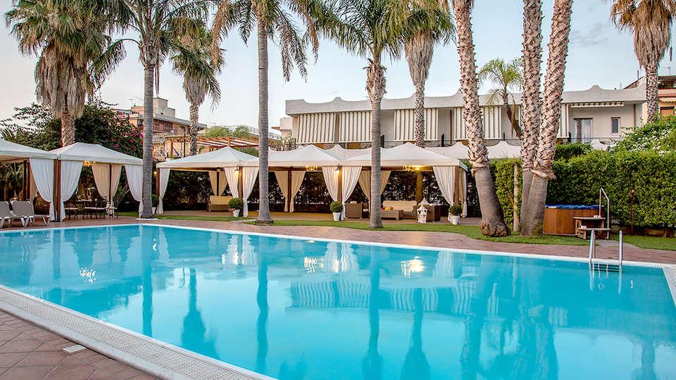 Hotel Redebora - Edit_Pool.jpg