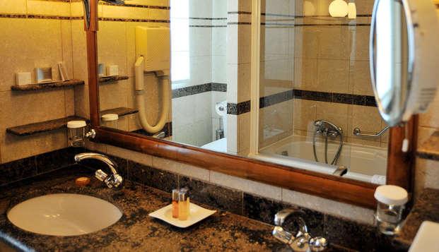 Domaine de Divonne - bathroom
