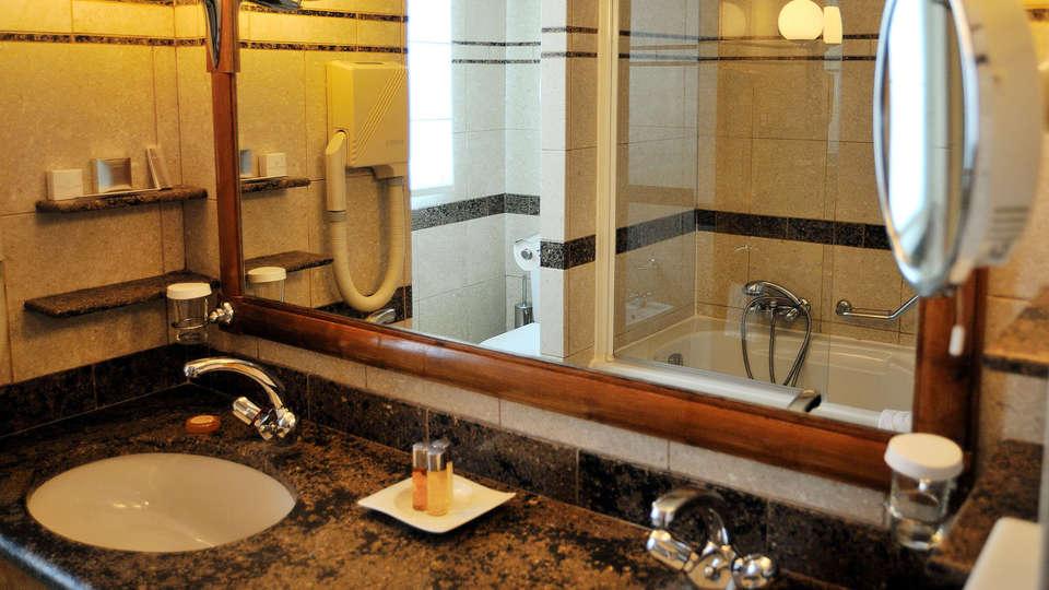 Domaine de Divonne  - edit_bathroom.jpg
