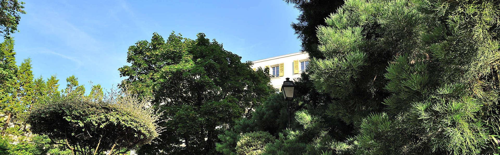 Domaine de Divonne  - edit_garden.jpg