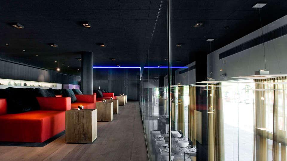 Carbon Hotel - Different Hotels - edit_lounge.jpg