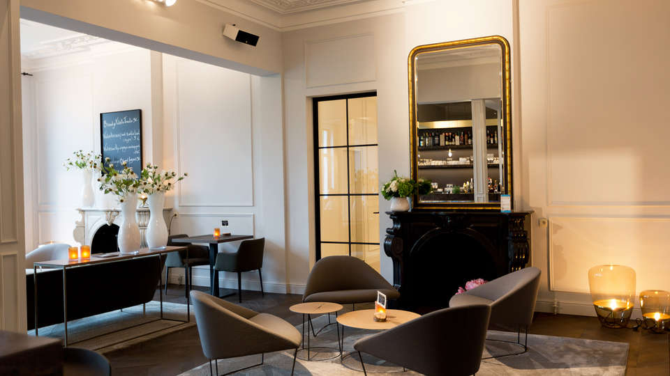 Hotel-Restaurant Den Hof - edit_bar.jpg