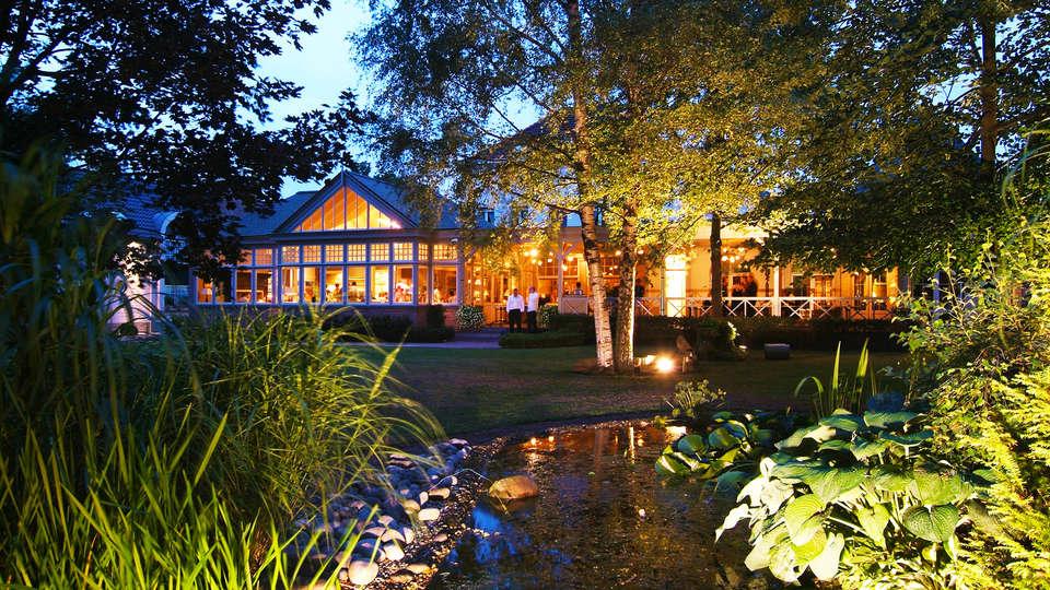 Hotel-Restaurant Den Hof - edit_front.jpg
