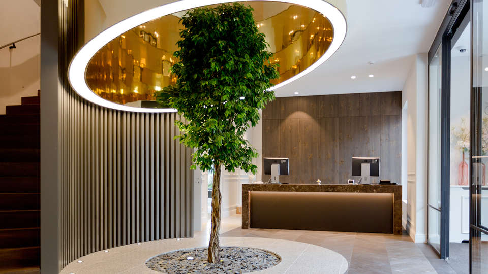 Hotel-Restaurant Den Hof - edit_receptie.jpg