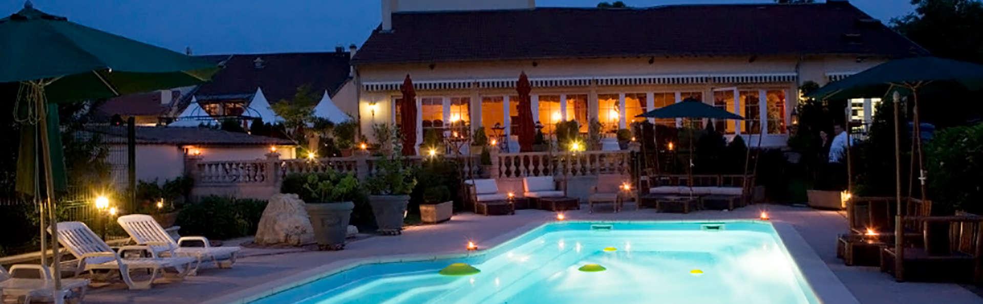 La Grange de Condé - Edit_Pool.jpg