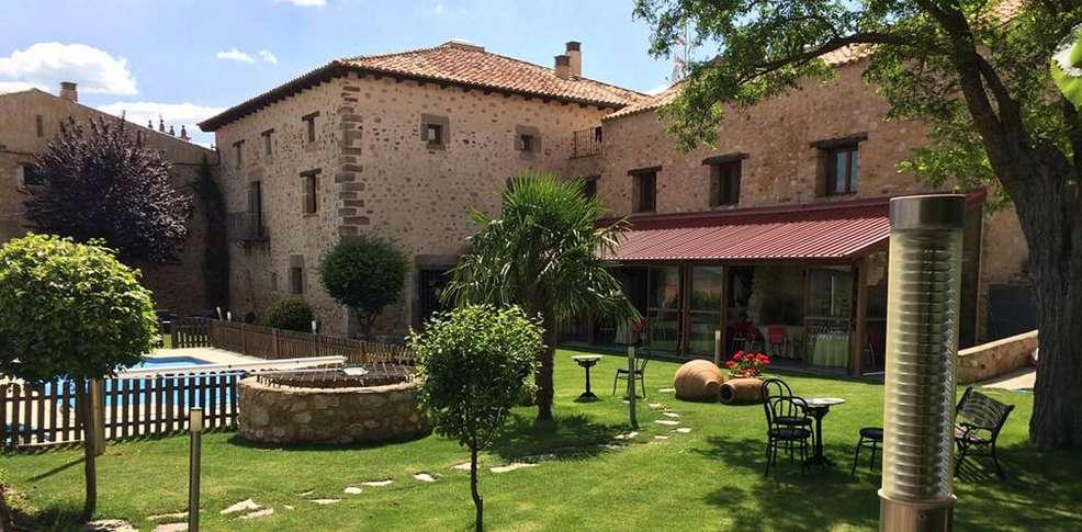 Antiguo palacio de atienza 3 atienza espa a - Garden center sevilla ...