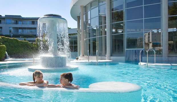 Prélassez-vous dans le centre aquatique Sourceo à Dax