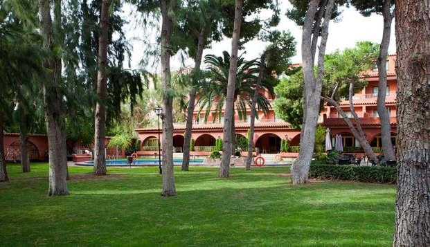 Escápate a Benicasim, con desayuno, zona relax y habitación vista a la piscina
