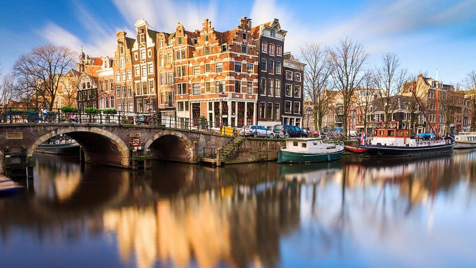 Amsterdam Teleport Hotel - Edit_Destination2.jpg