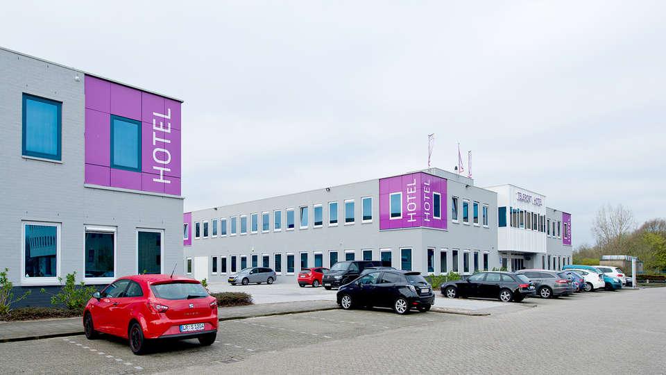 Amsterdam Teleport Hotel - Edit_front3.jpg