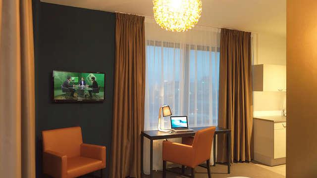 The Hague Teleport Hotel - Room