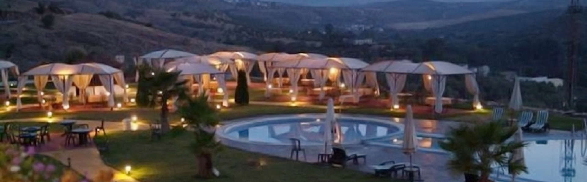 Hotel Almazara - edit_garden_night.jpg