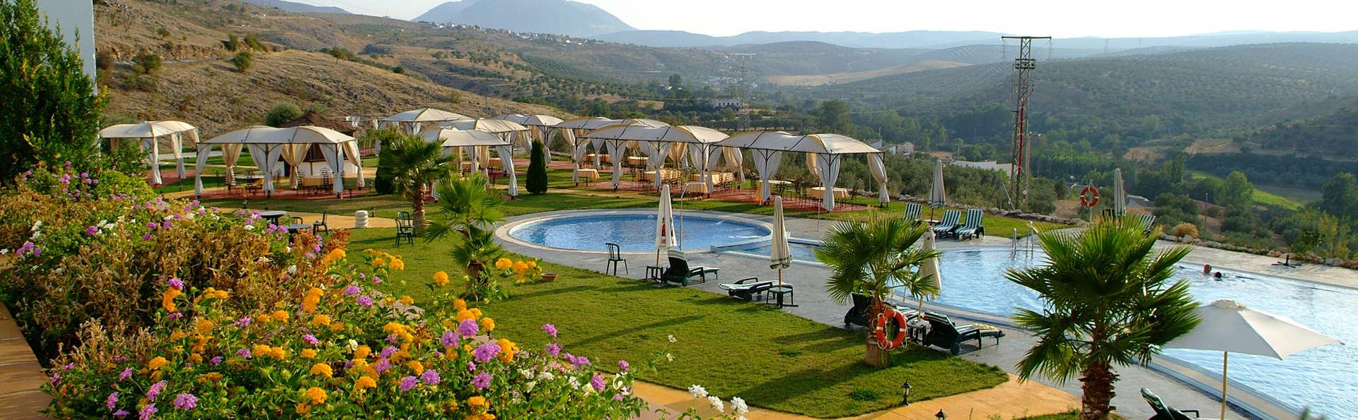 Hotel Almazara - edit_garden.jpg
