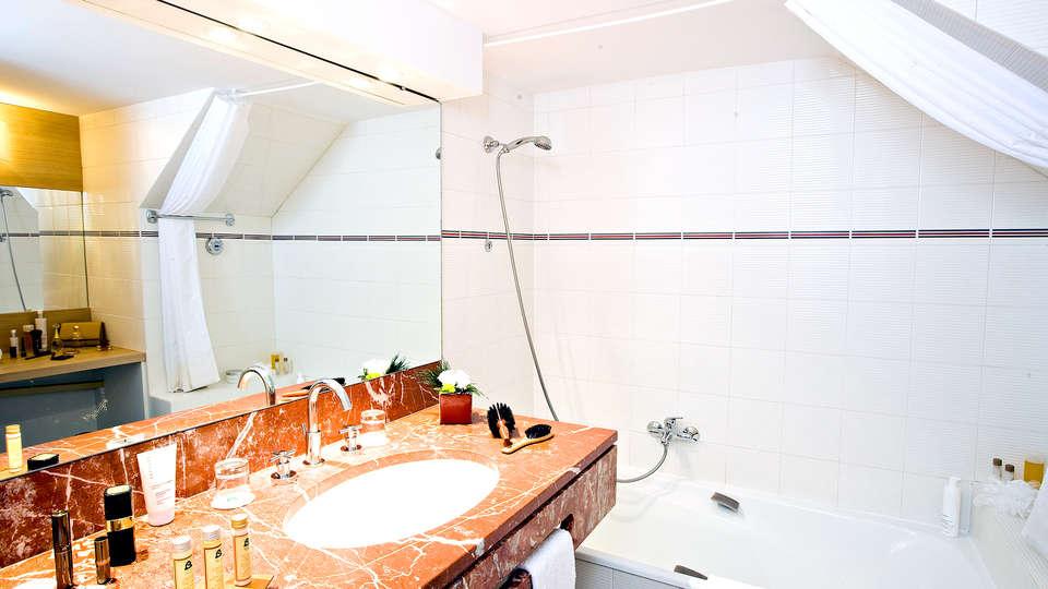Château de Pizay  - Edit_bath.jpg