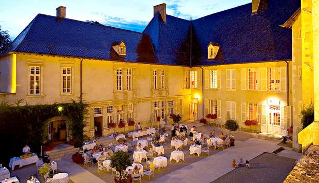 Chateau de Pizay - Yard