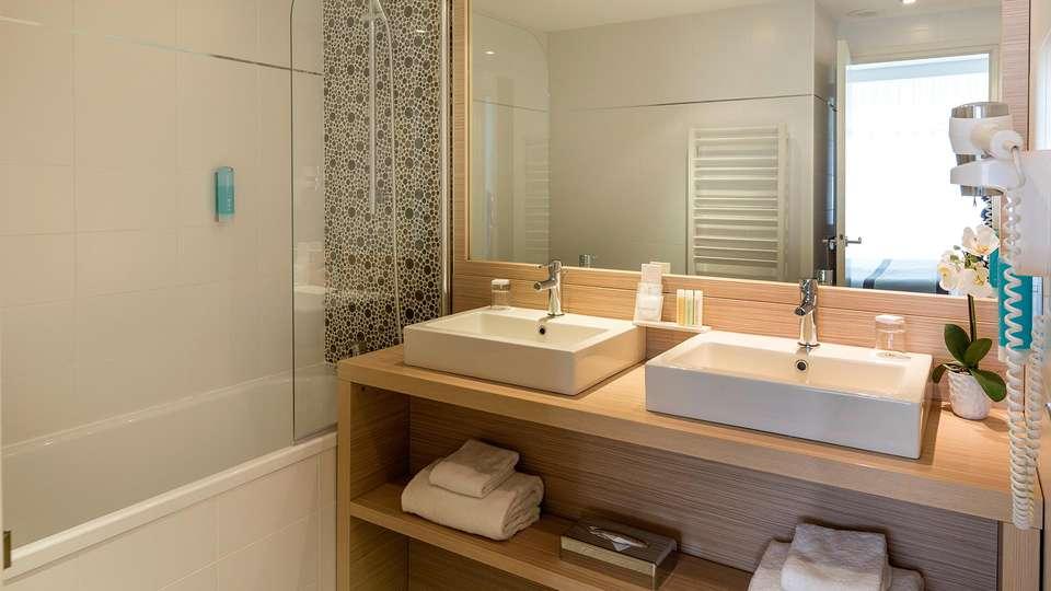 Golden Tulip Aix les Bains - edit_bathroom83.jpg