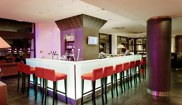 New Hotel Of Marseille - bar