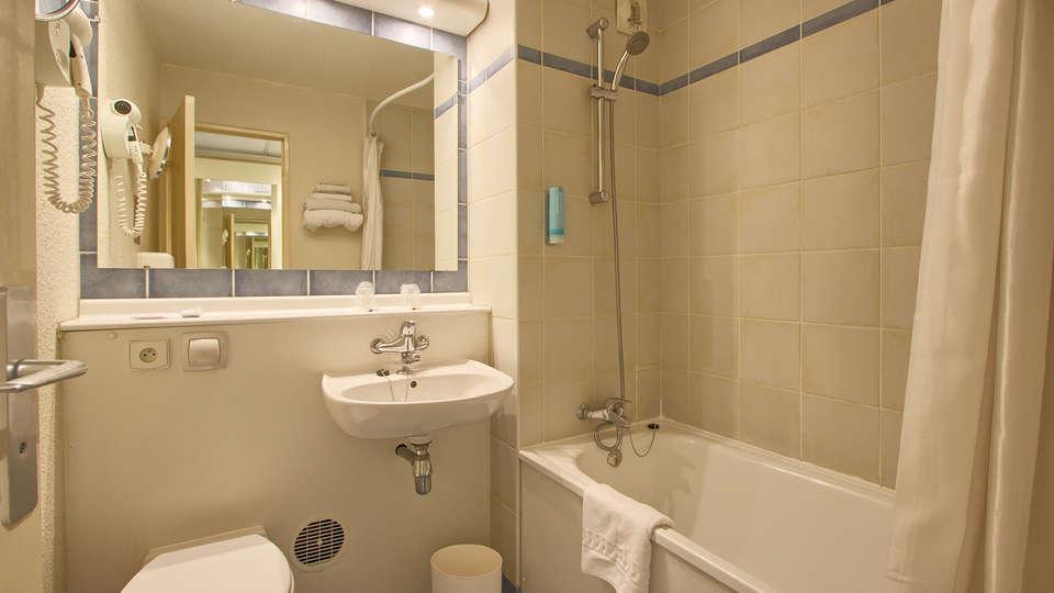 Timhôtel Bd Berthier Paris XVII ème - edit_bathroom.jpg