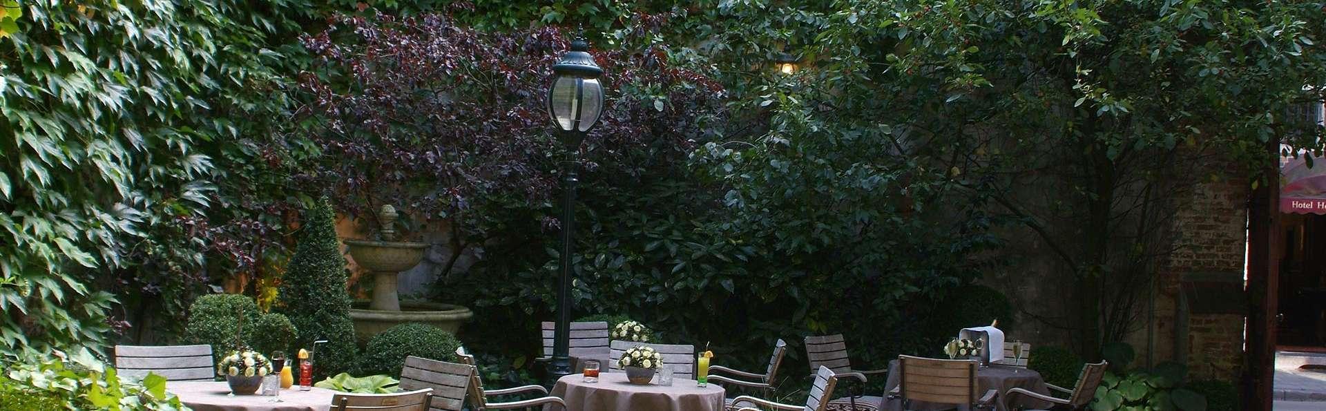 Hotel De Castillion - edit_terrace.jpg