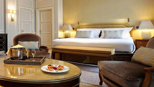 Hotel Le Plaza - room