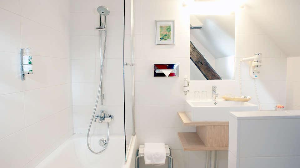Hôtel Wilson - Edit_Bath2.jpg