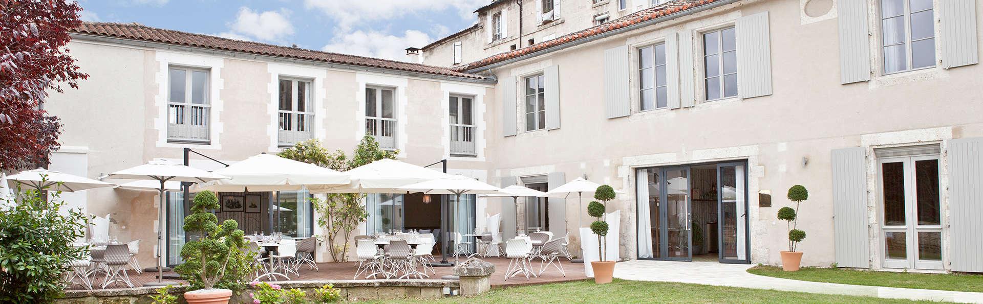 Hôtel Le Saint Gelais - Edit_terrace.jpg