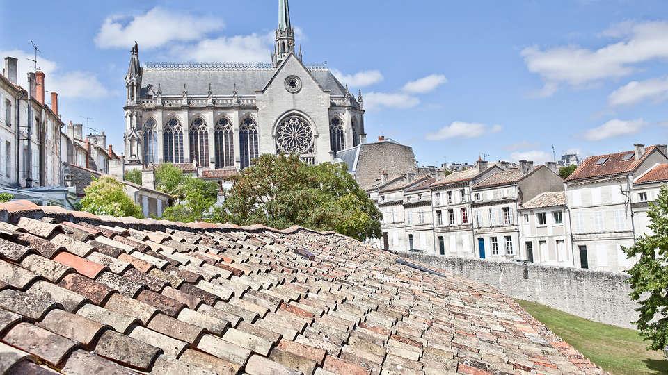 Hôtel Le Saint Gelais - Edit_View.jpg