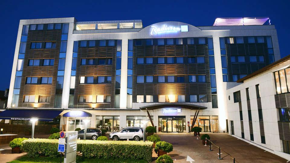 Radisson Blu Hotel Biarritz - edit_facade.jpg