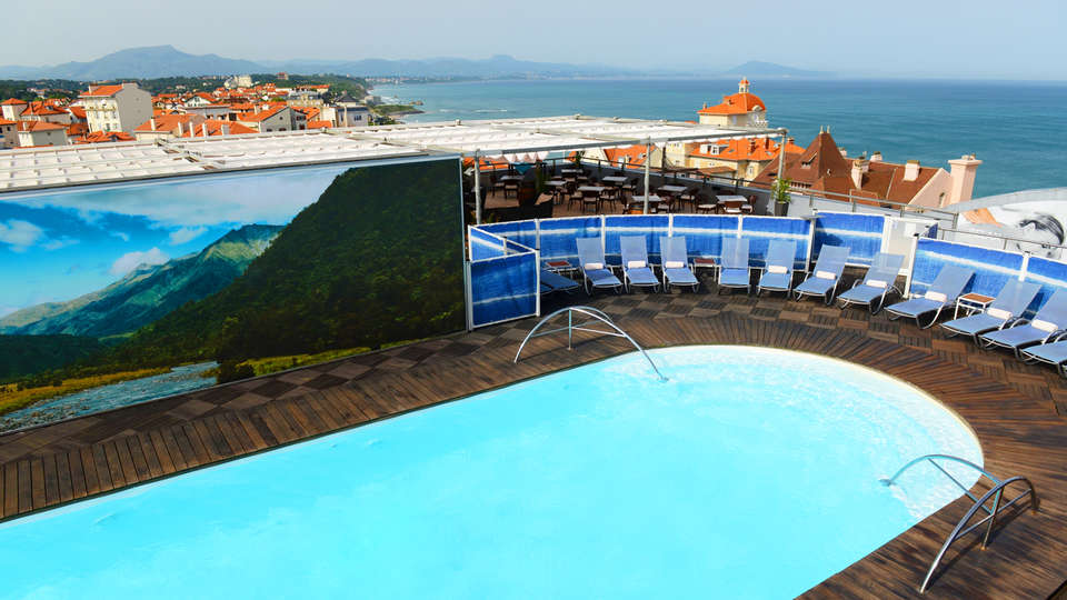 Radisson Blu Hotel Biarritz - edit_pool2.jpg