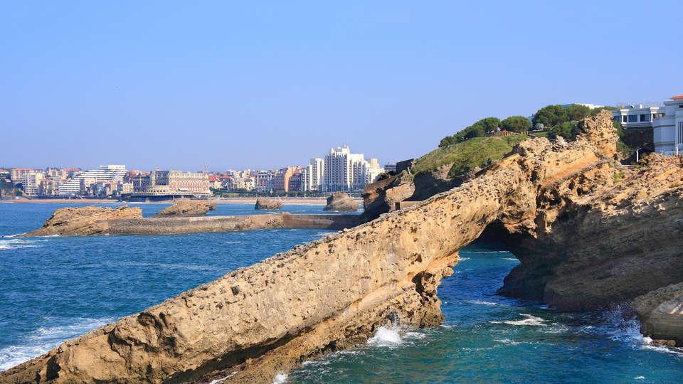 Radisson Blu Hotel Biarritz - edit_Biarritz-beach.jpg