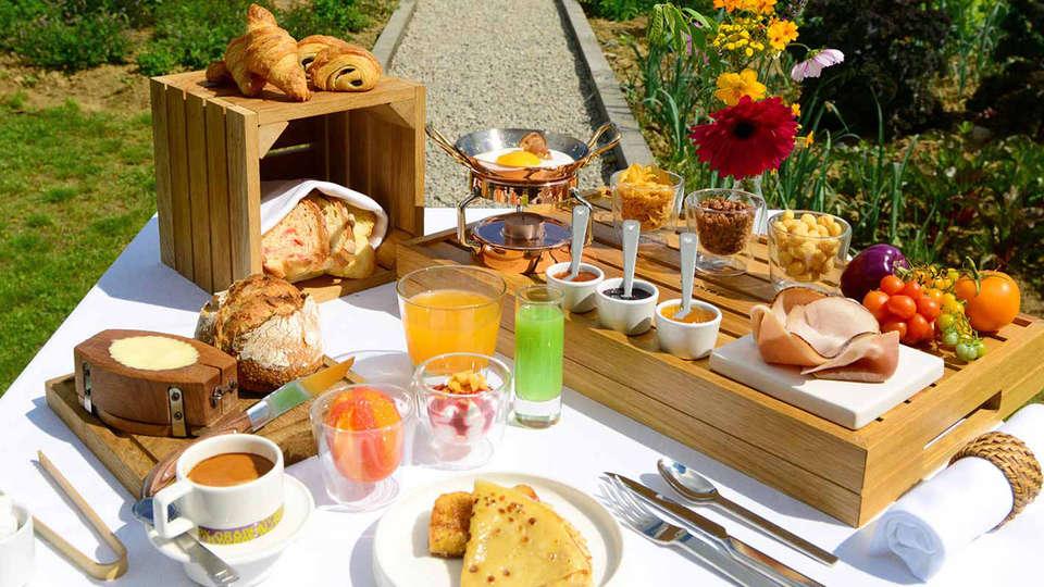 Hôtel Thierry Drapeau - edit_breakfast.jpg